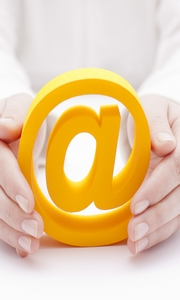 3d email symbol protected by hands